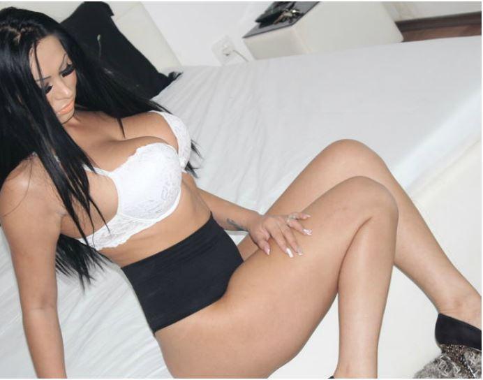 DeeaAnderson live cam girl with sexy tattos